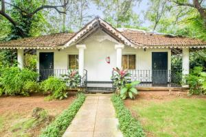 Cottage with a pool in Calangute, Goa, by GuestHouser 13994