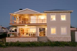 138 Marine Beachfront Guesthouse - Hermanus