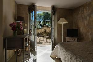 Accommodation in Mane