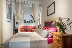 Stylish apartment in Lucca Centro with courtyard - AbcAlberghi.com