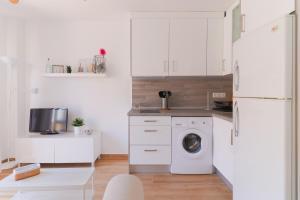 Homey East Seaside Studio, Апартаменты  Ринкон-де-ла-Виктория - big - 17