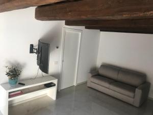 Moderno affaccio su via Mazzini - AbcAlberghi.com