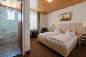 Gasthof & Hotel Goldene Krone, Szállodák  Iphofen - big - 35