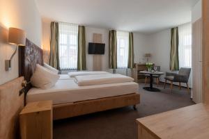 Gasthof & Hotel Goldene Krone, Szállodák  Iphofen - big - 31
