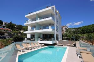 New apartment with swimming pool near the beach