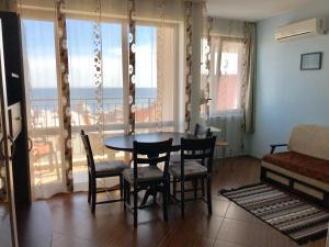 Уютный 2-спальный апартамент с видом на море