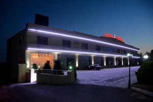 H.I.I Hotel, Шеки