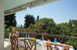 Villa Gecko, lovely family villa with private pool 100m from lake and shops, Villas  Gardone Riviera - big - 4