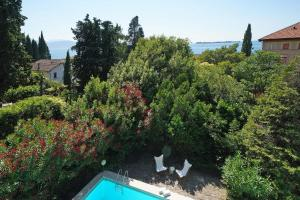 Villa Gecko, lovely family villa with private pool 100m from lake and shops, Villas  Gardone Riviera - big - 22