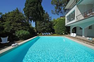 Villa Gecko, lovely family villa with private pool 100m from lake and shops, Villas  Gardone Riviera - big - 21