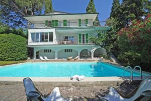 Villa Gecko, lovely family villa with private pool 100m from lake and shops, Ville  Gardone Riviera - big - 1