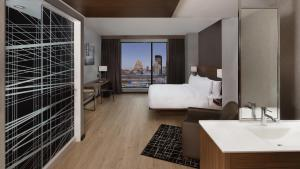 AC Hotel by Marriott Montreal Downtown, Отели  Монреаль - big - 2