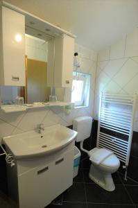 Rooms Family Glumac, Guest houses  Jezerce - big - 9
