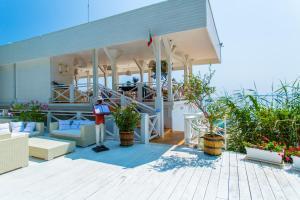 Flores Garden Beach Residence, Apartmány  Černomorec - big - 32