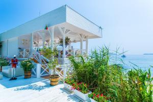 Flores Garden Beach Residence, Apartmány  Černomorec - big - 33