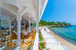 Flores Garden Beach Residence, Apartmány  Černomorec - big - 37