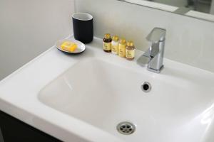 Luxury Top Floor Home In West Kensington W/Terrace, Ferienwohnungen  London - big - 14