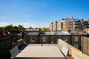 Luxury Top Floor Home In West Kensington W/Terrace, Ferienwohnungen  London - big - 18