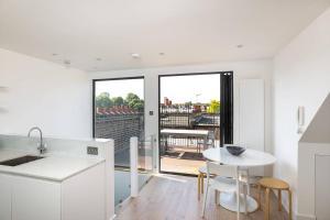 Luxury Top Floor Home In West Kensington W/Terrace, Ferienwohnungen  London - big - 24