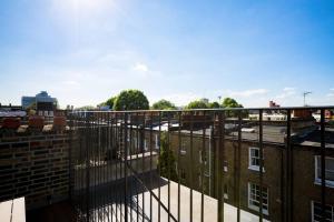 Luxury Top Floor Home In West Kensington W/Terrace, Ferienwohnungen  London - big - 27