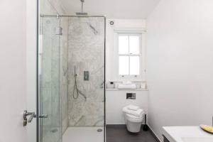Luxury Top Floor Home In West Kensington W/Terrace, Ferienwohnungen  London - big - 28