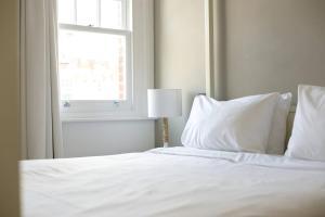 Luxury Top Floor Home In West Kensington W/Terrace, Ferienwohnungen  London - big - 11