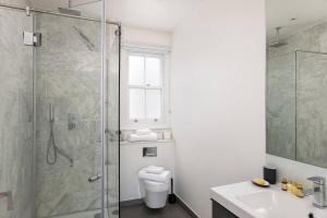 Luxury Top Floor Home In West Kensington W/Terrace, Ferienwohnungen  London - big - 6