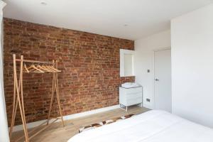 Luxury Top Floor Home In West Kensington W/Terrace, Ferienwohnungen  London - big - 33