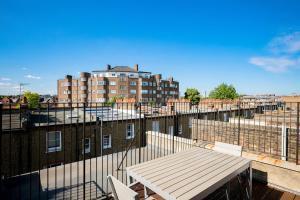 Luxury Top Floor Home In West Kensington W/Terrace, Ferienwohnungen  London - big - 35