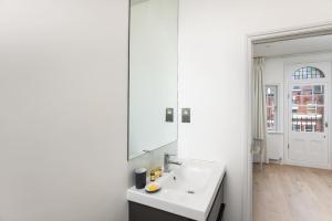 Luxury Top Floor Home In West Kensington W/Terrace, Ferienwohnungen  London - big - 37
