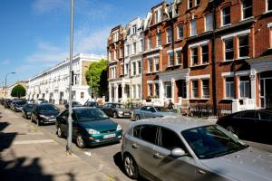 Luxury Top Floor Home In West Kensington W/Terrace, Ferienwohnungen  London - big - 41