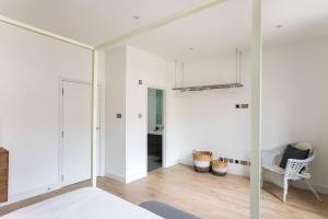 Luxury Top Floor Home In West Kensington W/Terrace, Ferienwohnungen  London - big - 44