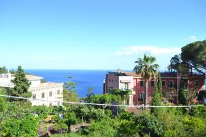 Taormina Terrace Seaview by Hostinguest - AbcAlberghi.com