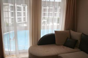 Apartament s vidom na basseinpool view apartment