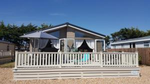 obrázek - Southsea, Beach and Beauty, Luxury, Pet-Friendly, Private Hot Tub, Lodge