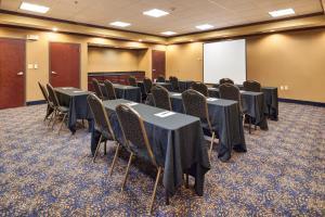 Hampton Inn & Suites Buda, Szállodák  Buda - big - 19