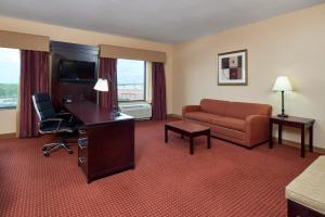 Hampton Inn & Suites Buda, Szállodák  Buda - big - 33