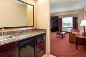 Hampton Inn & Suites Buda, Szállodák  Buda - big - 31