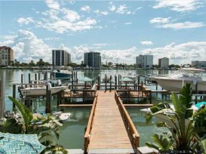 Bay Esplanade Condo 673-10, Apartments  Clearwater Beach - big - 1