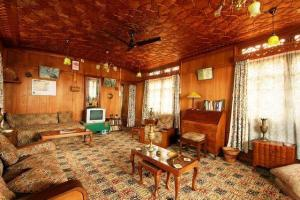 Houseboat for a group in Sri Nagar, by GuestHouser 23967, Hotely  Srinagar - big - 28