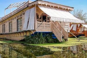Houseboat for a group in Sri Nagar, by GuestHouser 23967, Hotely  Srinagar - big - 1