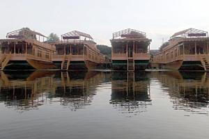 Houseboat with Jaccuzi on Nigeen Lake, by GuestHouser 4834, Hotel  Srinagar - big - 14