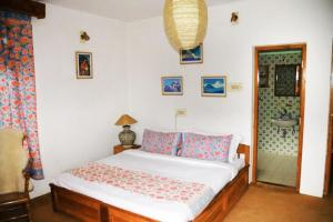 Apartment with free breakfast in Manali, by GuestHouser 7728