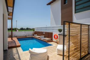 Louis Chris Le Mare - Luxury Villa, Villen  Protaras - big - 2