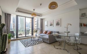 Frank Porter - Goldcrest Views II - Dubai