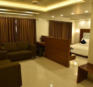 . JK Rooms 134 Hotel Comfort - Near GIDC