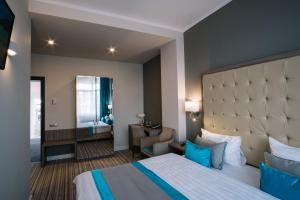 Deluxe Double or Twin Room with Balcony Norm Hill Hotel