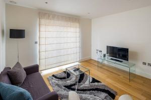 Modern 3 Bed, 2 Bath flat w/Garden in East Acton, Apartmány  Londýn - big - 2