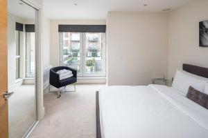 Modern 3 Bed, 2 Bath flat w/Garden in East Acton, Apartmány  Londýn - big - 5