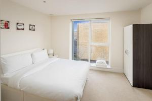 Modern 3 Bed, 2 Bath flat w/Garden in East Acton, Apartmány  Londýn - big - 6